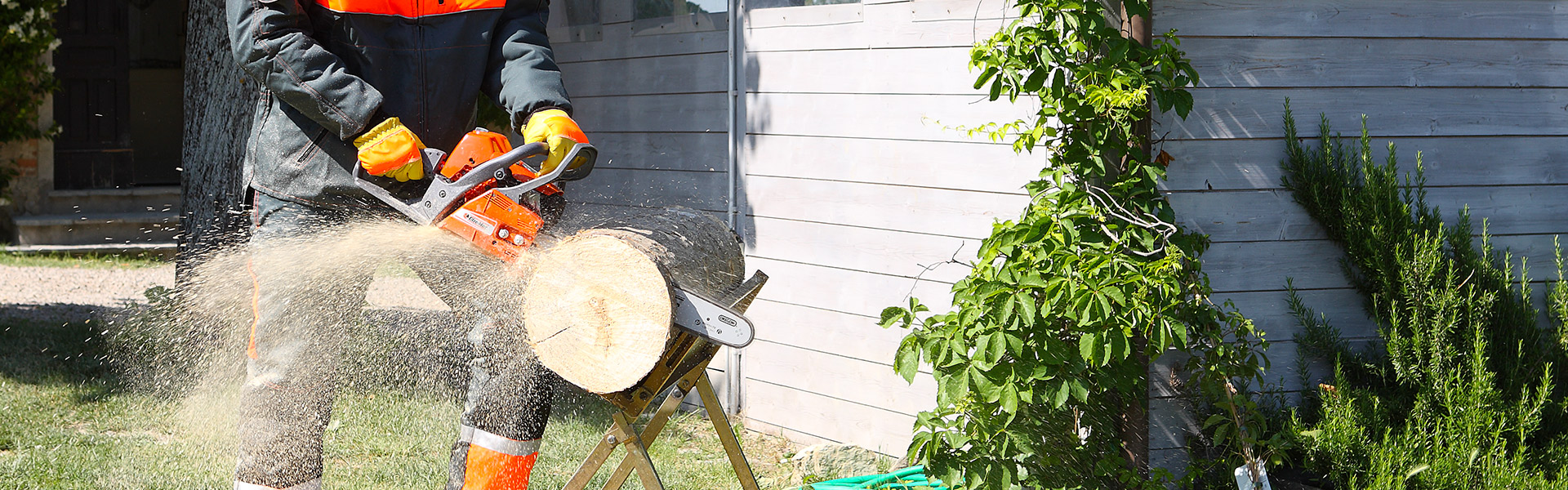 This is why your chainsaw floods and won't cut